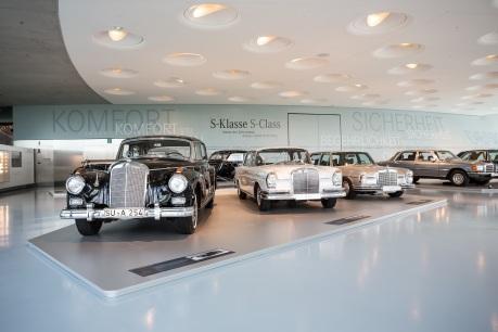 """Die Sonderausstellung """"Mercedes-Benz S-Klasse – immer der Zeit voraus"""" im Mercedes-Benz Museum stellt die Historie dieser ganz besonderen Baureihe umfassend dar."""