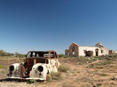 cadelga-ruins-car
